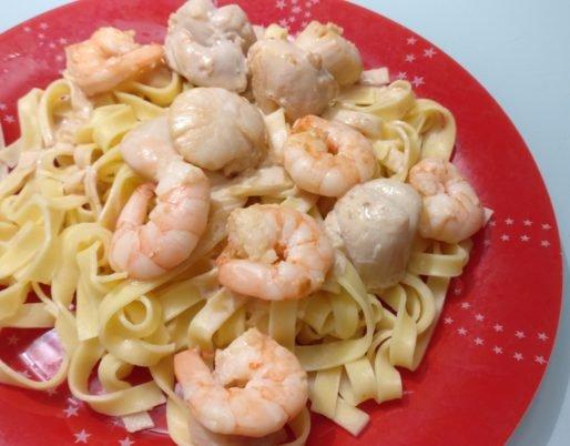Assiette de Tagliatelle aux crevettes et Saint jacques