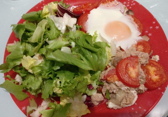Assiette tarte au thon et salade