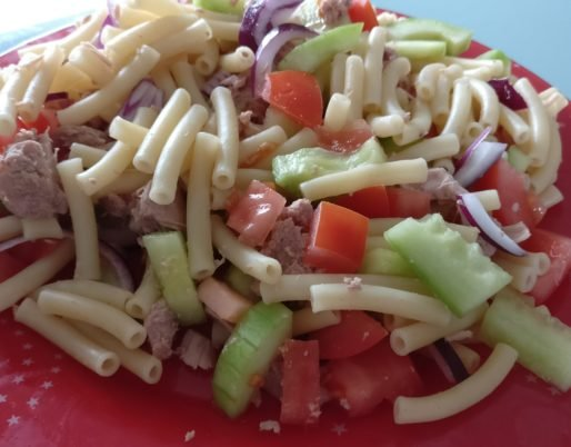 Salade de pâtes au thon et légumes